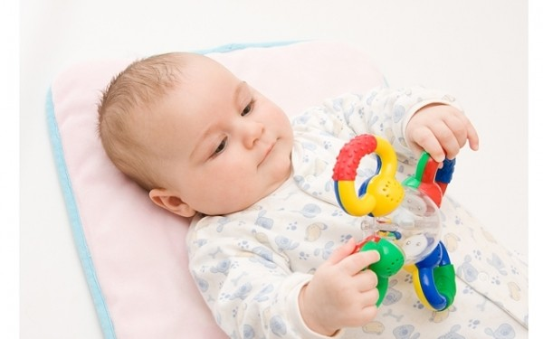 Какую игрушку купить для новорожденного?