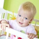 Как приучить малыша спать в кроватке