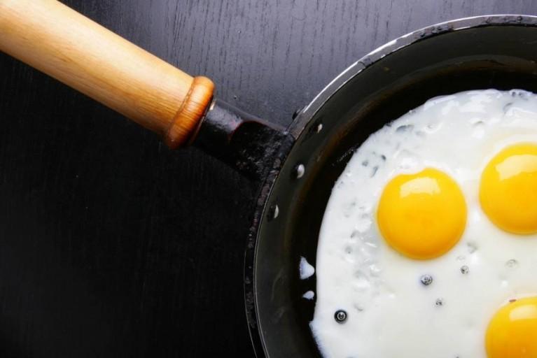Всё гениальное – просто! Как сделать обычную яичницу  - шедевром кулинарии