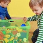 Полезные навыки: как научить ребенка собирать игрушки?