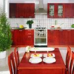 Визуально привлекательные и практичные фасады кухонных гарнитуров