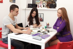 Языковая школа или самостоятельное обучение иностранному?