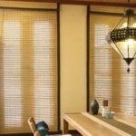Декорирование окна с помощью бамбука.